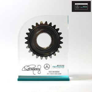 mer04-nr-nico-rosberg-gear-in-acrylic-with-logo